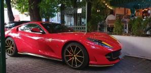 Cu Ferrari la terasa