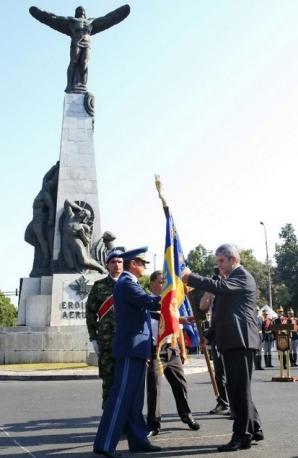 Mesajul lui Gabriel Oprea cu ocazia Zilei Aviaţiei Române şi a Forţelor Aeriene