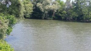 Cadavrul unui bărbat, descoperit de polițiști în Râul Jiu. Cine era victima