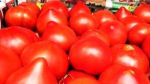 """Motivul uluitor pentru care NU trebuie să mai cumperi roşii """"cu moţ"""". Ce ascund comercianţii"""