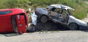 Accident grav, în jud. Caraș-Severin: un mort și 4 răniți. Mașinile, făcute praf!