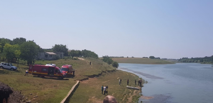 Dosarul fetelor dispărute. Căutări ale scafandrilorîntr-un lac din comuna Drăghici, județul Olt