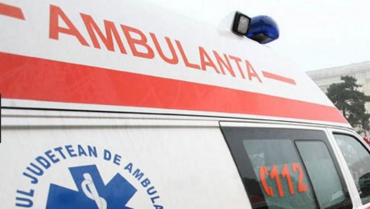 Grav accident, la Pitești: 3 mașini, între care o ambulanță, făcute praf