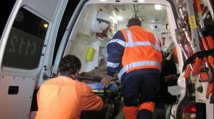 Autocar și două mașini, impact devastator. 40 de oameni, implicați în accident: mai multe victime