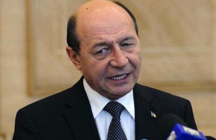 """Băsescu critică decizia lui Iohannis. """"Guvernul pică prin moțiune. Regret candidatura dnei Gîrbovan!"""