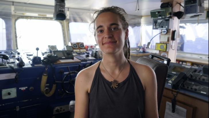Tânăra arestată pentru salvarea migranților a fost eliberată în Italia, spre furia lui Salvini
