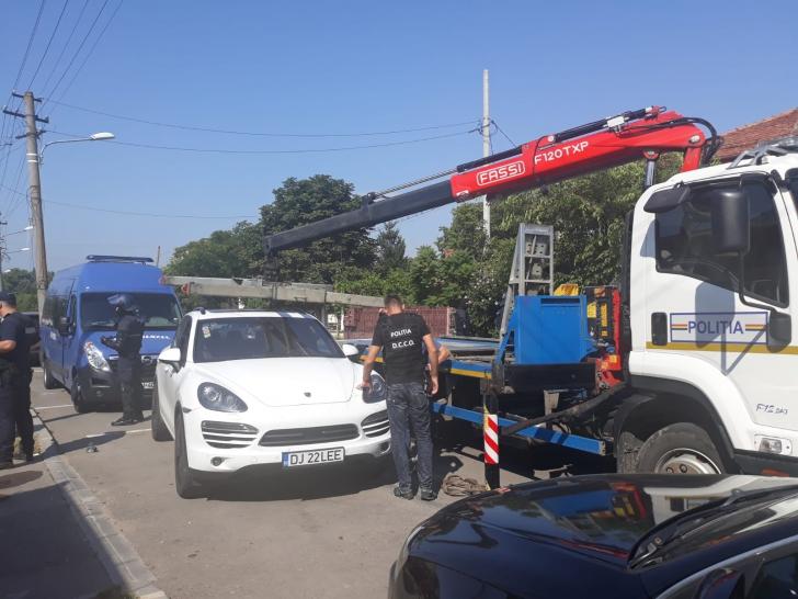Descinderi în forță la un grup infracțional din Craiova cu ramificații în mai mult țări