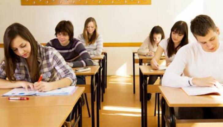 Veste bună pentru elevii care au luat 10 la Evaluare şi Bacalaureat