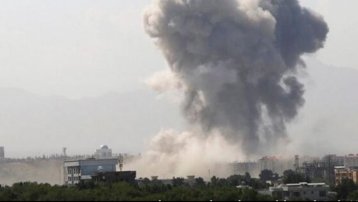 Patru morți și mai mulți răniți într-o explozie la o moschee din Kabul