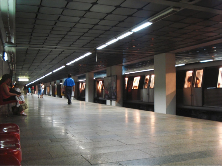 Sinucidere la metrou. Un bărbat s-a aruncat în fața trenului în stația Izvor