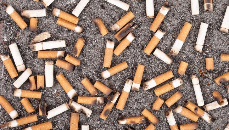 Resturile de țigară ar putea fi folosite ca să salveze planeta. Cum s-ar face asta?