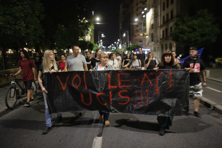 """Protest în Piața Victoriei după înregistrările dintre Alexandra și 112: """"Voi le-ați UCIS!"""""""