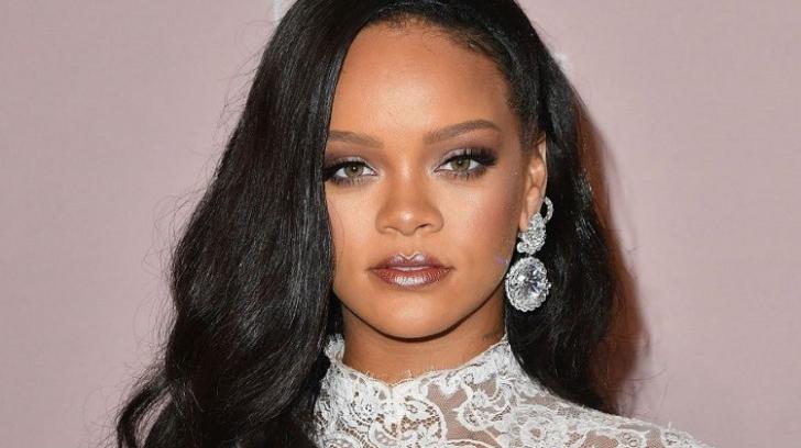 Rihanna aproape ca si-a scapat telefonul din mana cand a vazut cum arata noua ei sosie