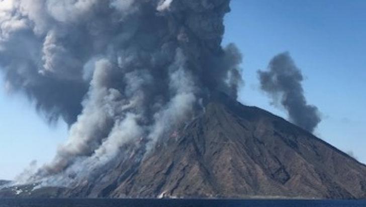 Vulcanul Stromboli a erupt violent: un mort, mai mulți răniți în paradisul sicilian -VIDEO DRAMATIC
