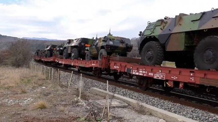 """Adevărul despre trenul încărcat cu blindate militare, """"abandonat"""" în Franța"""