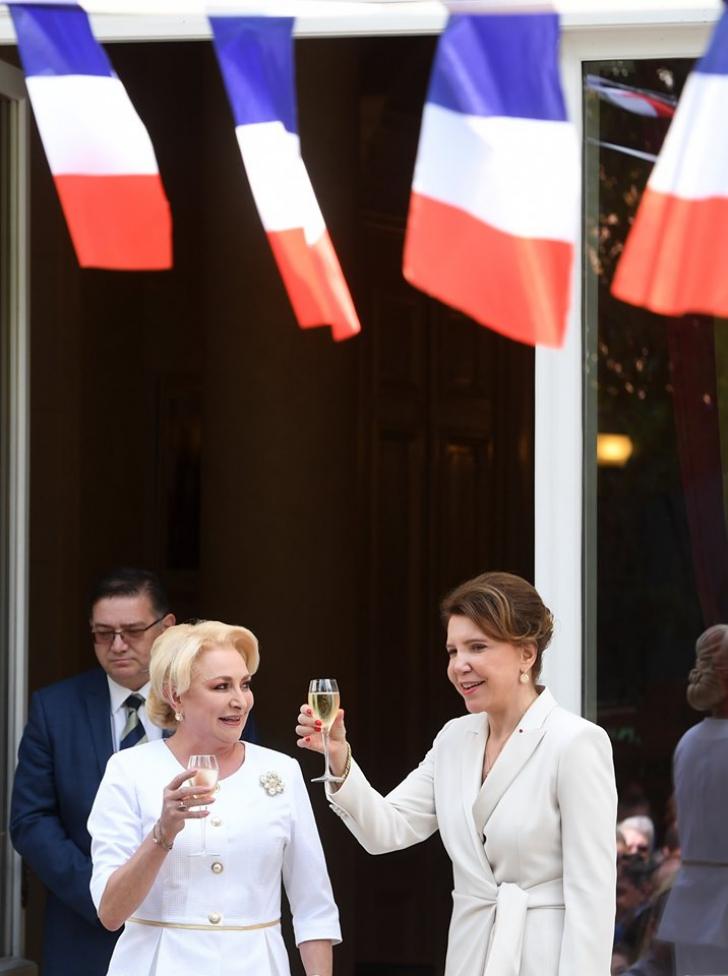 Viorica Dăncilă, apariţie de senzaţie la Ambasada Franţei (FOTO GALERIE)