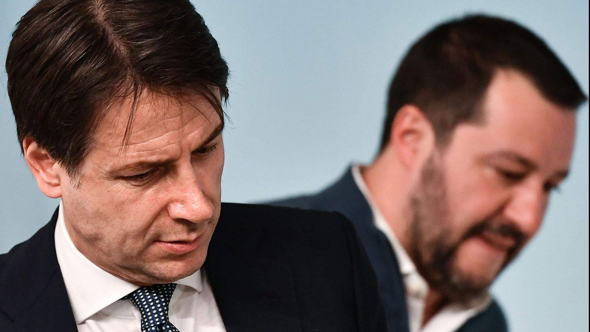Conte își prezintă demisia
