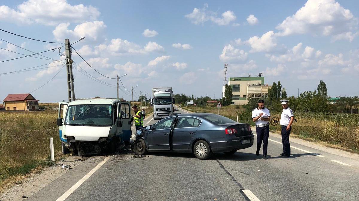 Accident în Dolj. Șase persoane, printre care patru copii, rănite