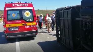 Accident grav, lângă Craiova. Un microbuz s-a răsturnat: 2 morți și 13 răniți. Planul ROȘU, activat