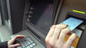 O nouă metodă de înșelătorie la bancomat șochează. Cum ți se golește cardul fără să știi