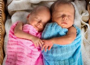 Miracol în lumea medicală: a născut gemeni, la o distanță de 11 săptămâni. Cum a fost posibil