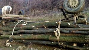 Tragedie la Mihăești. A murit după ce au căzut lemnele dintr-o căruță peste el