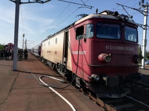 Locomotivă în flăcări, la un tren plin cu pasageri, pe ruta Broșov-București