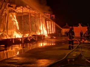 Club de lux din Mamaia, mistuit de flăcări. ALERTĂ pe litoral / Foto: ISU Constanta