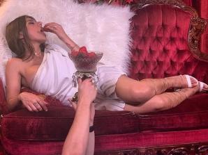 """Vedeta XXX Mia Khalifa s-a lăsat pozată în văzul lumii:""""Instinctul animal dictează"""".Imaginea a șocat"""