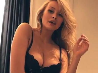 Modelul cu cei mai frumoși sâni a șocat: Nu-i suport! Dacă-i vrea cineva, îi vând. Ieftin! Cum arată