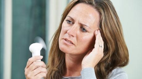 O noua procedura medicala ar putea amana aparitia menopauzei cu pana la 20 de ani
