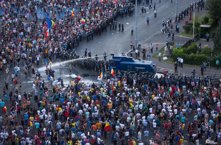 PNL politizează 10 august. Lansează campania de strângere de semnături pentru Iohannis