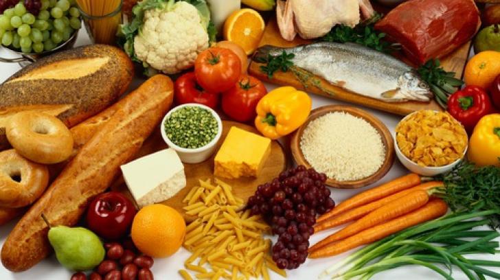 Ce alimente trebuie să eviți pe caniculă