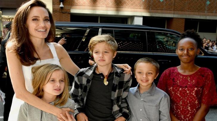 Angelina Jolie își învață fiicele ceva teribil pentru vârsta lor