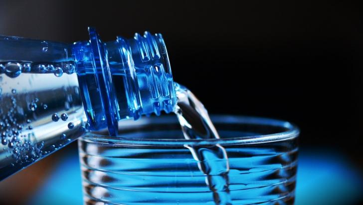 Atenție de unde bei apă îmbuteliată! ANPC a descoperit nereguli grave !