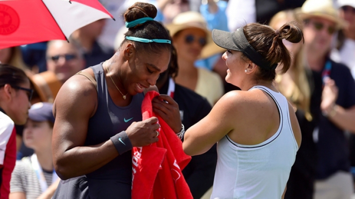 Bianca Andreescu a luat-o în braţe pe Serena Williams şi a consolat-o, iar presa de afară vuieşte