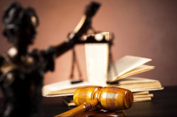 A fost eliberat din arest tânărul acuzat că a spart sediul Poliției din Cornu