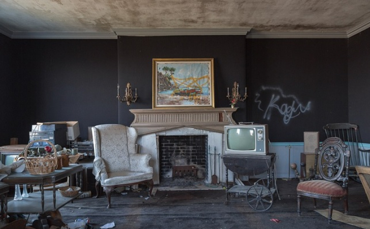 Imaginile înfricoşătoare care te vor bântui! Ce s-a descoperit într-un conac abandonat în anii '70 / Foto: Bryan Sansivero