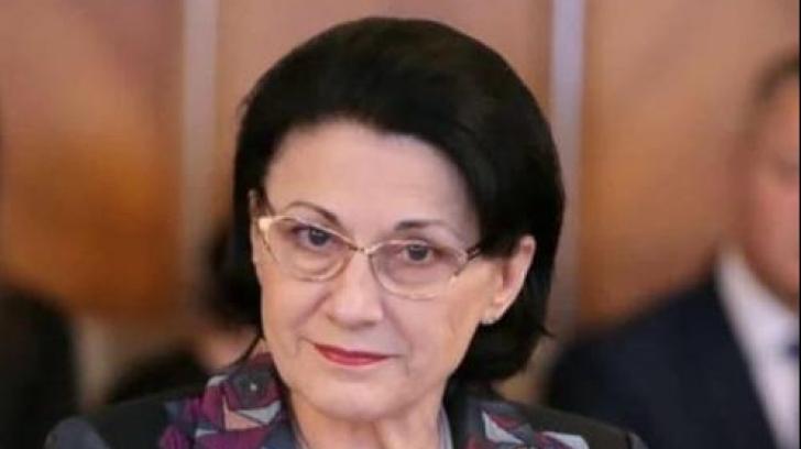 Klaus Iohannis a semnat plecarea Ecaterinei Andronescu de la Educatie. Breaz - interimar