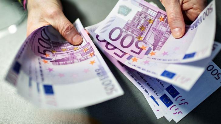 O fetiță de 10 ani din Satu Mare a furat 900 de euro de la vecini. Ce a urmat?