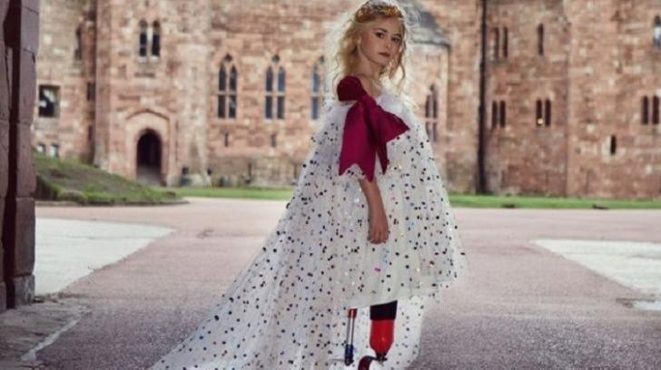 Fetiţa fără picioare urcă pe podium la New York Fashion Week la doar 9 ani