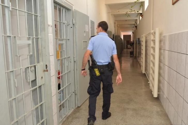 Proiect. Recompense morale pentru poliţiştii de penitenciare