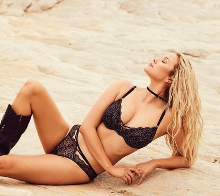 Modelul cu cei mai frumoși sâni a șocat: Nu-i suport! Dacă-i vrea cineva, îi vând. Ieftin! Cum arată / Foto: Instagram