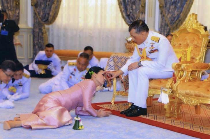 La două luni de la nuntă, i-a prezentat-o soției pe concubină!