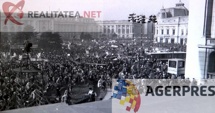 Imagine din alt unghi fata de transmisiunea TVR: momentul in care mitingul din Piata Palatului se sparge (21 decembrie 1989). Reproducere foto Agerpres
