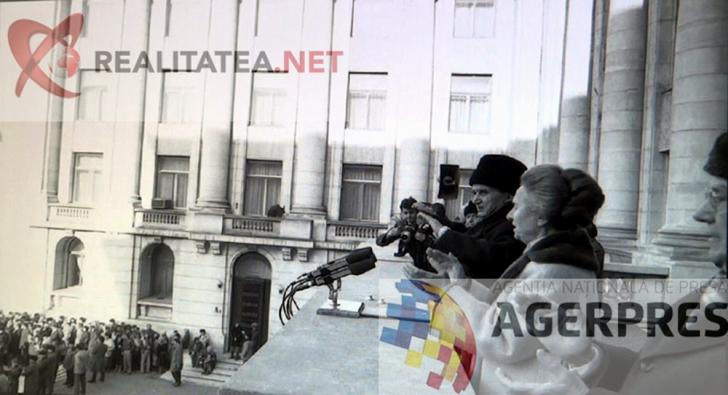 Nicolae Ceausescu si Elena Ceausescu, fotografiati din alt unghi, in timpul spargerii mitingului (21 decembrie 1989). Reproducere foto Agerpres