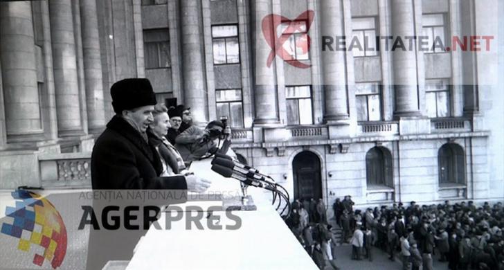 Nicolae Ceausescu, fotografiat din alt unghi, in timpul spargerii mitingului (21 decembrie 1989). Reproducere foto Agerpres