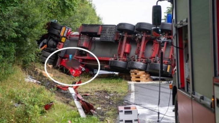 Un TIR de 40 de tone a strivit o Toyota. Socant: ce au vazut salvatorii cand au ridicat camionul
