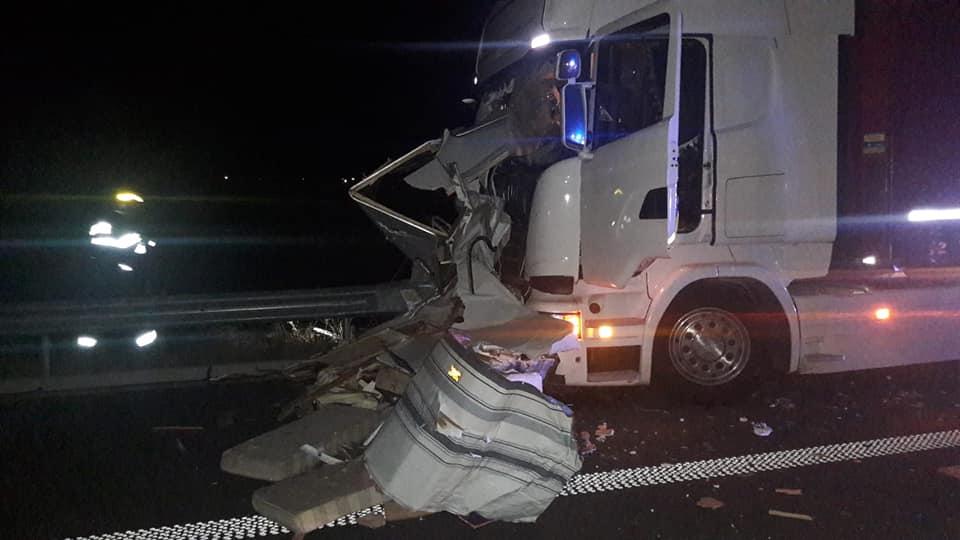 Accident îngrozitor pe Autostrada A1. Doi oameni spulberați de un TIR