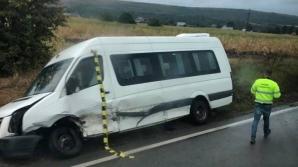 Accident grav, în jud. Suceava. Impact devastator între un microbuz și o mașină: o victimă